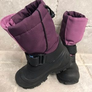 Like New Girls Kamik Tundra boots. Size 13.